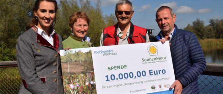 Firma Sonnenmoor spendet für die Renaturierung des Weidmooses